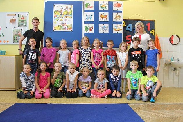 Žáci 1.Aze Základní školy 710vBučovicích spaní učitelkou Andreou Javoříkovou a asistentem Ondřejem Cabalou.