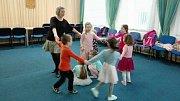 Světlana Honsová vede folkorní soubor o pětadvacet dětech.