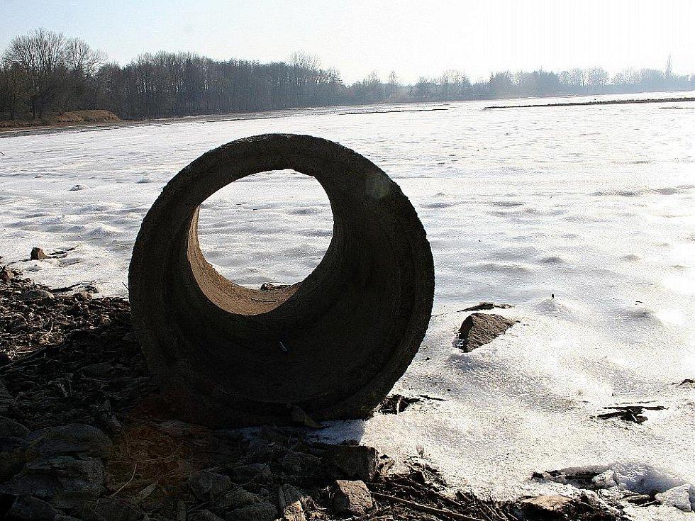 Vypuštěný rybník Kačenec.