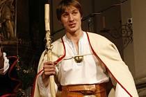 Jeden z účinkujících vojenského folklorního souboru Ondráš.