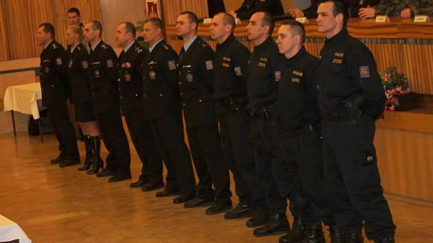 210 nových policistů se po vyřazení ze čtyřtýdenního výcviku ve Vyškově chystá na nástup do policejních škol.
