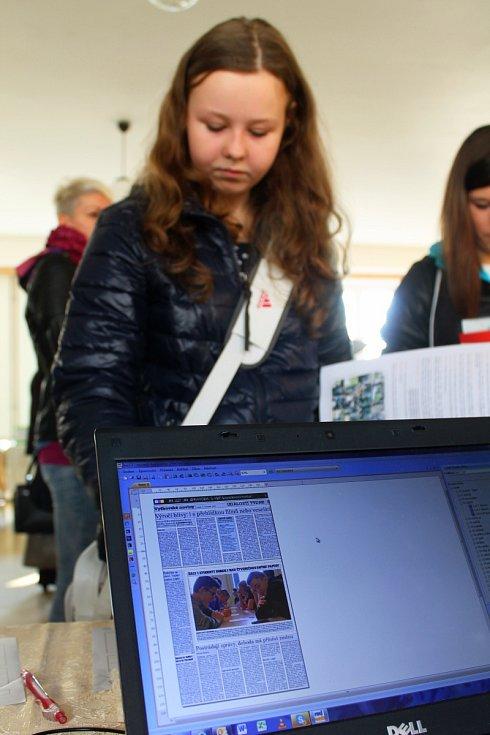 Veletrh vzdělávání je určený nejen žákům, rodičům a výchovným poradcům, ale i těm, kteří zvažují změnu profese nebo hledají práci. V Živé knihovně povolání se představila také část redakce Vyškovského deníku Rovnost.