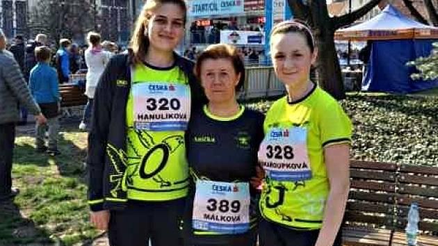 Reprezentantky Orla Vyškov na mistrovství ČR: zleva Lea Hanulíková, Anna Málková a Michaela Škařoupková.