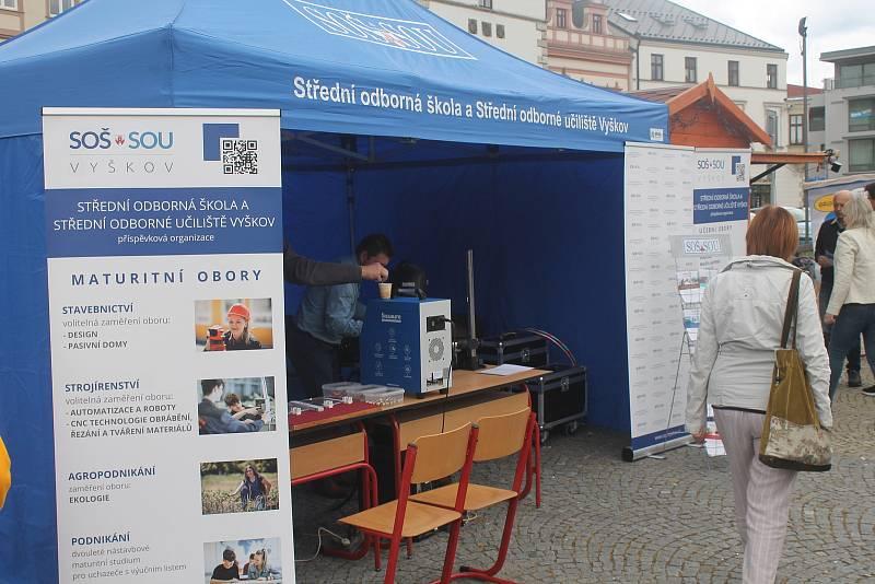Den učňovských oborů na Masarykově náměstí ve Vyškově.
