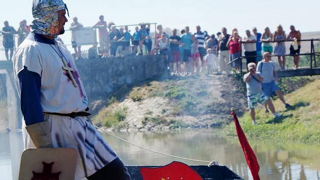 Obyvatelé Zbýšova se přesunuli do počátku patnáctého století. Bitvu u Litavy svedli křižáci proti husitům. Za silné divácké kulisy vyhrály děti a dobrá nálada.