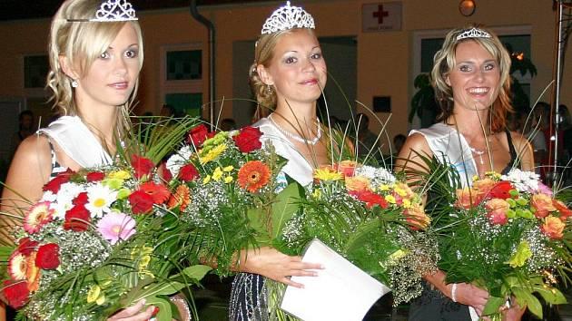 Finalistky loňského ročníku soutěže Miss romantic. Uprostřed vítězka Ivana Hradilová, vlevo první vicemiss Adriana Buriánková, vpravo druhá vicemiss Michaela Doupovcová.