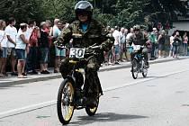 Na Moped rallye si každý muže vybrat. Buď závodit, nebo se jen svést a pobavit sebe a fanoušky.
