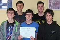 Tým ve složení Ladislav Nagy, Oldřich Kupka, Martin Orság, Luboš Bartík a Pavel Kinc slavíl úspěch na mezinárodní fyzikální soutěži.