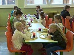 Nejen lepší vybavení získala za pět dní jídelna ivanovické základní školy.
