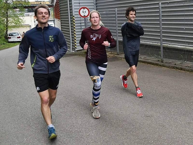 """Šestým jarním testem běžců AK Drnovice a jejich """"hostů"""" byl Běh údolím Svitavy v Adamově."""