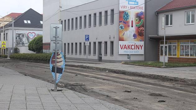 Práce na průtahu I/47 v Ivanovicích na Hané.