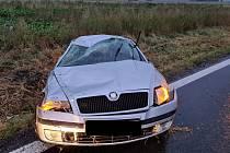 Mladý řidič havaroval poblíž obce Nížkovice.
