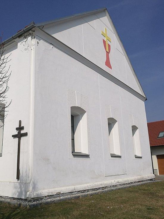 Bývalá synagoga dnes slouží Českobratrské církvi evangelické.