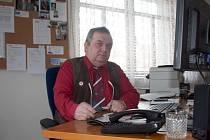 Koníčkem letonického starosty Jiřího Skokana je sbírání uniforem a brigadýrek. Jednou by v obci rád udělal muzeum.