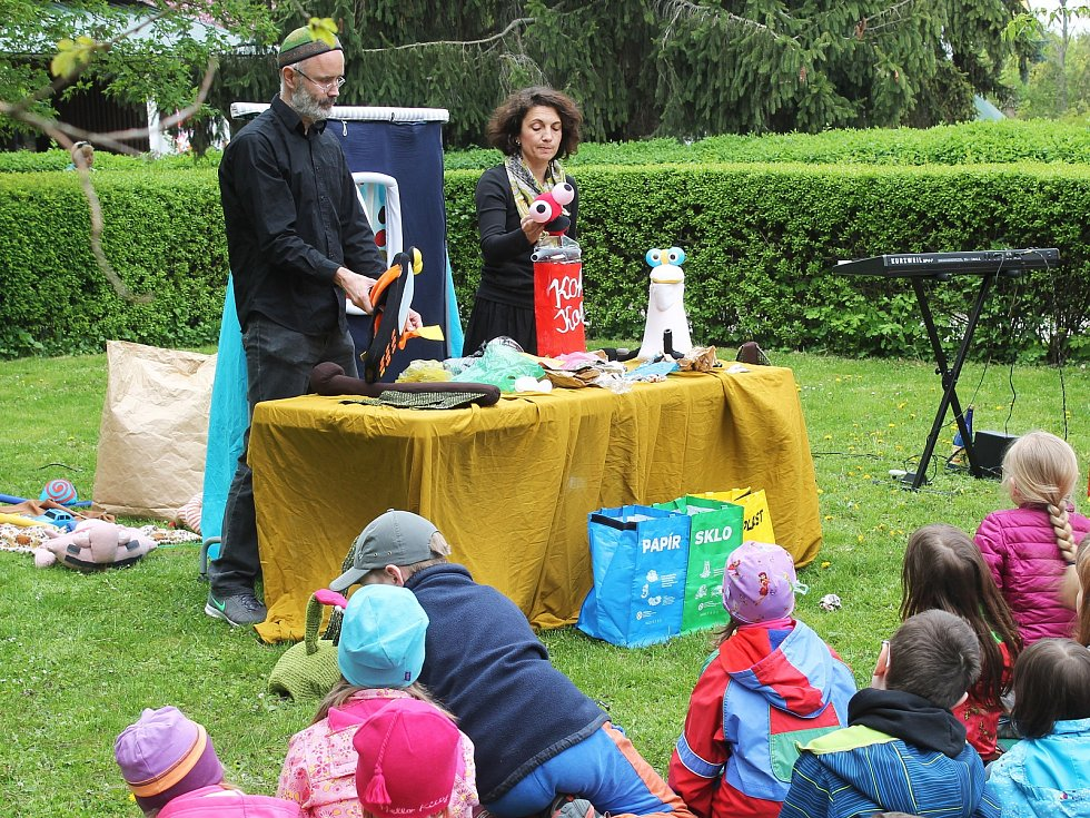 Den Země ve vyškovském zooparku lákal na křest velbloudího mláděte Aladina, hudbu i pohádky.