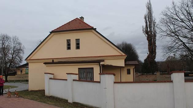 Dům na Hřbitovní ulici je dlouhodobě nevyužívaný. Dříve sloužil zahradníkovi blízké zámecké zahrady.