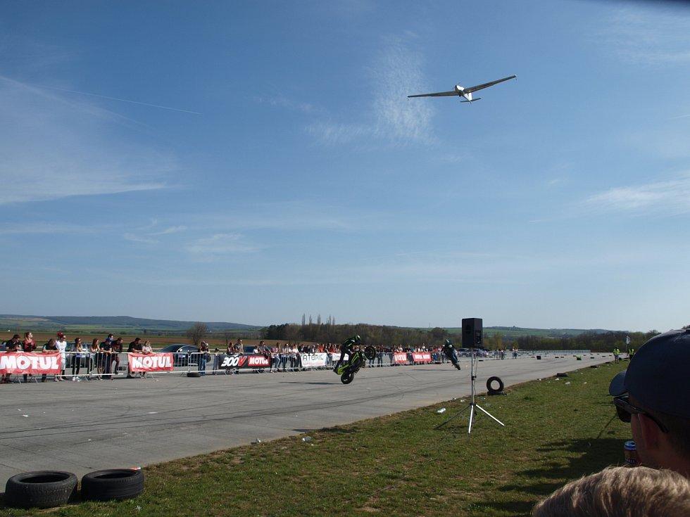 Na vyškovském letišti měli dostaveníčko přátelé tunnigu a burácejících motorů.