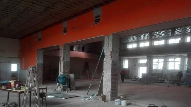 Rekonstrukce kulturního domu je v Drnovicích v plném proudu. Foto: OBEC DRNOVICE