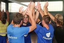 Ve finále volejbalového turnaje mužů v nové sportovní hale v Rousínově vyhrál účastník II. ligy TJ Holubice nad Sokolem Brno-Komárov 2:0.