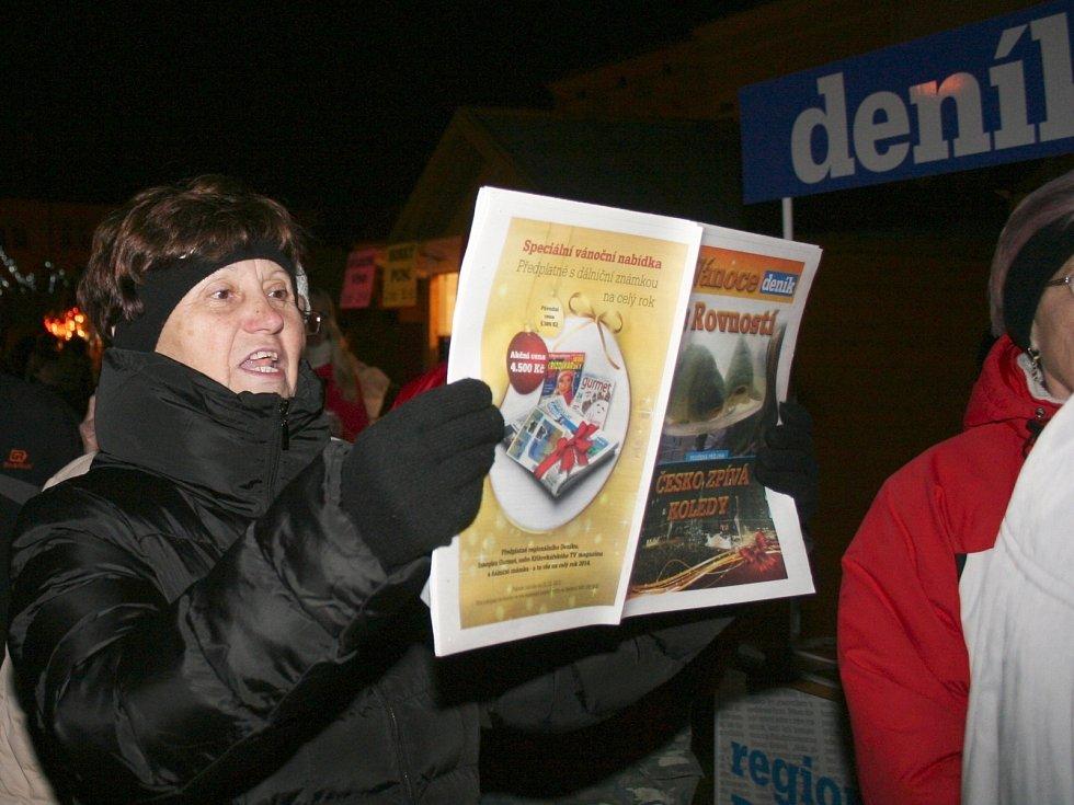 Adventního projektu Česko zpívá koledy s regionálním Deníkem, se ve Vyškově zúčastnilo přibližně dvě stě padesát lidí. Přes počáteční rozpaky se nakonec rozezpívali skoro všichni.