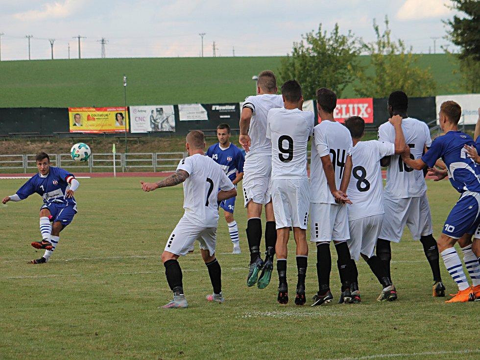 V jihomoravském derby 2. kola Moravskoslezské ligy zvítězili fotbalisté Líšně (modré dresy) ve Vyškově 2:0.