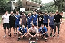 Po utkání okresního přeboru nohejbalistů v Lulči. Domácí družstvo je v modrých dresech.