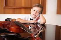 Desetiletý houslista Benjamin Lauterbach si neumí život bez houslí představit. V budoucnu by se rád hrou na ně živil. Dokonce si chce skladby psát sám.