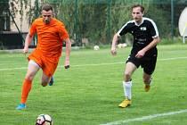 Dušan Svoboda (na snímku v akci vlevo) má v Bučovicích vytvořit novou silnou útočnou dvojici s Martinem Nitschneiderem.