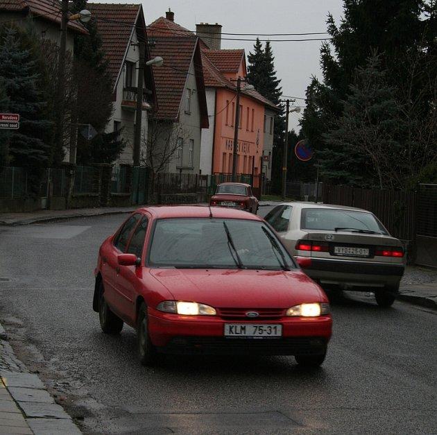 Auta řítící se obrovskou rychlostí vadí obyvatelů vyškovské ulice Svatopluka Čecha.