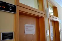 Městský úřad se ve Vyškově uzavřel pro osobní styk s výjimkou nejnutnějších případů. Podobně postupují i v dalších městech v okrese.