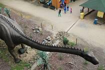 Tři sta dvanáct metrů délky a v nejvyšším místě jedenáct metrů nad zemí. Takové jsou parametry nové atrakce vyškovského dinoparku, kterou vyvíjeli dva roky.
