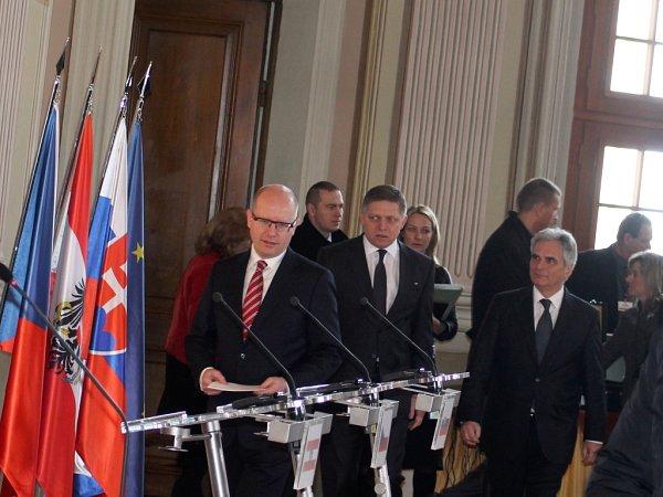 Setkání tří premiérů na slavkovském zámku má položit základ, kdalším podobným regionálním jednáním vnadcházejících letech.