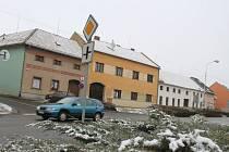 Místo tří selských stavení chtějí mít Ivanovičtí v centru města moderní dům, v němž lidé najdou bydlení a třeba i restauraci.