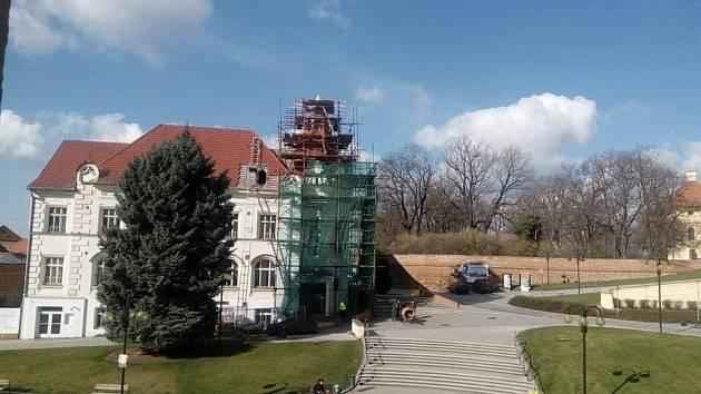 Konec první etapy oprav: Bonapartu vrátili věžičku