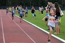 """Základní kolo běžeckých závodů pro děti """"Čokoládová tretra"""" s pěkným doprovodným programem proběhlo na stadionu ve Vyškově."""