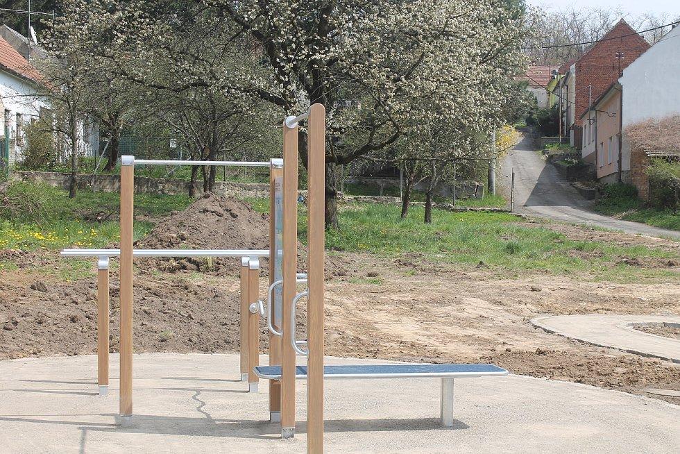 Stavbu nové rekreační plochy v obci završí v květnu.