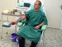 Pravidelných dobrovolníků, kteří darují krev ve vyškovské nemocnici, podle pracovníků každým rokem přibývá.