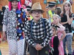 Maškarní karneval, který v sobotu pořádali dědičtí Sokolové, si užili děti i dospělí klauni.