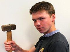 Redaktor Vyškovského deníku Rovnost strávil den s uměleckým kovářem.