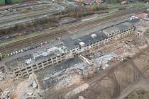 Pohled na demolovaný areál z výšky.