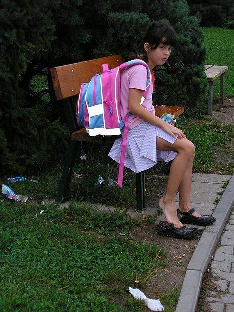 Lidé si stěžují na nepořádek u pošty ve Vyškově.