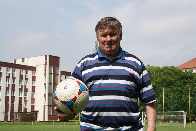 Petr Vyškovský tráví celé víkendy vHodoníně na hřišti.