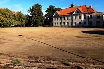 Pozemky pro nové sportoviště u Základní školy Purkyňova odkoupilo město za pět a půl milionu korun.