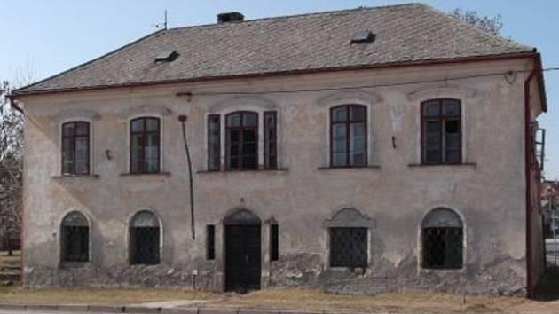 Fara v Bohdalicích-Pavlovicích před začátkem oprav.