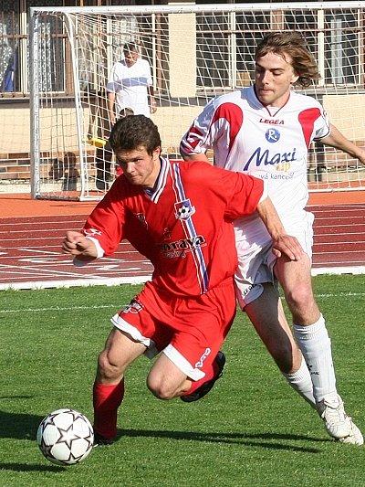 Vyškovský útočník Martin Lička (vpravo) tentokrát s týmem úspěch proti Velkému Meziříčí neslavil.