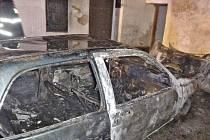 Čtyři hasičské jednotky zaměstnal požár auta v Habrovanech, který propukl v noci z pondělí na úterý.