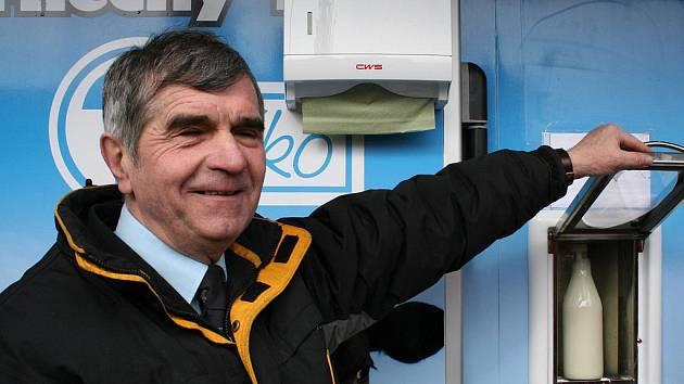 V Bučovicích před obchodní akademií otevřeli druhý mlékomat v okrese Vyškov