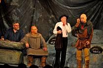 Herci Divadla Járy Cimrmana zavítali do Vyškova s představením Blaník.