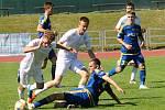Fotbalisté MFK Vyškov (bílé dresy) porazili v utkání Moravskoslezské ligy Vysočinu Jihlava B 3:0.