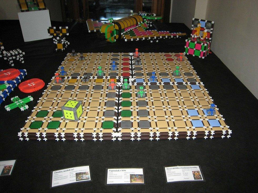 Tábor nazvaný Hry bez hranic byl inspirovaný známou televizní soutěží plnou nástrah a dobrodružství - Pevnost Boyard.